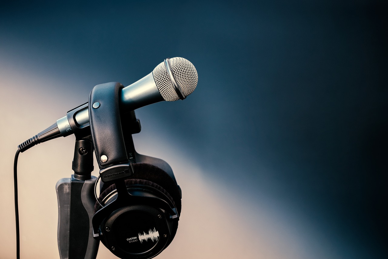 microphone-4759563_1280